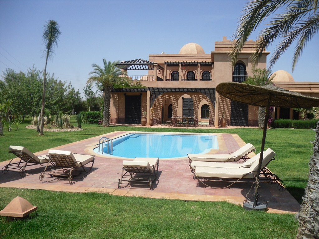 une tr s belle villa louer sur marrakech guide immobilier maroc immobilier marrakech. Black Bedroom Furniture Sets. Home Design Ideas